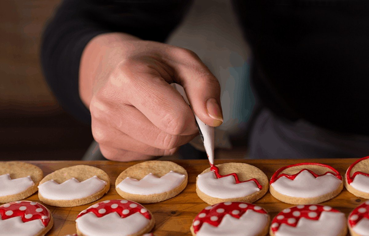 The Best and Easiest Way to Ice Sugar Cookies With Buttercream
