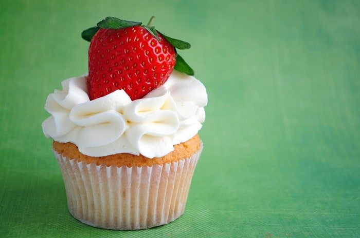 Whipped Icing vs Buttercream, Which One Is Healthier? Cholesterol