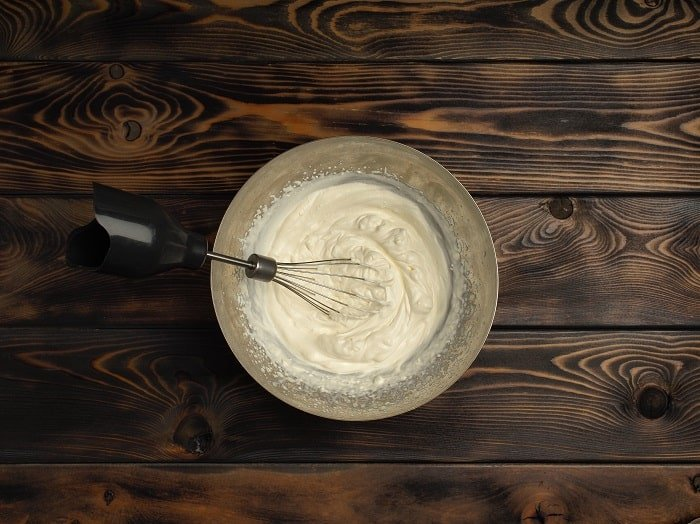 Whipped Icing vs Buttercream: Do they Taste the Same?