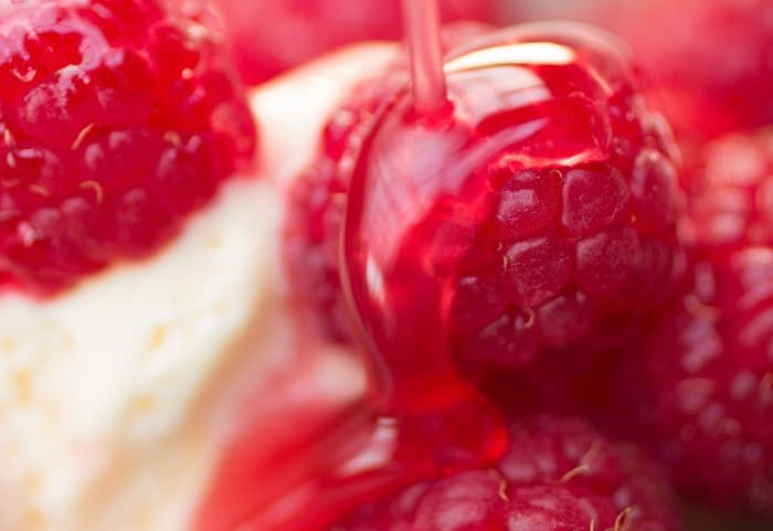 Delicious Fresh Raspberry and Vanilla Cake How to Make It