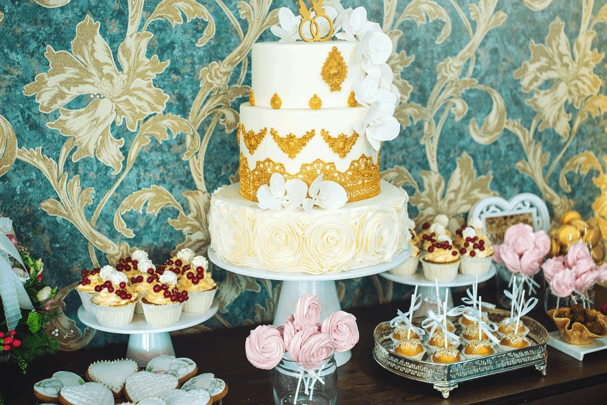 How to Use Cake Stencils on Buttercream