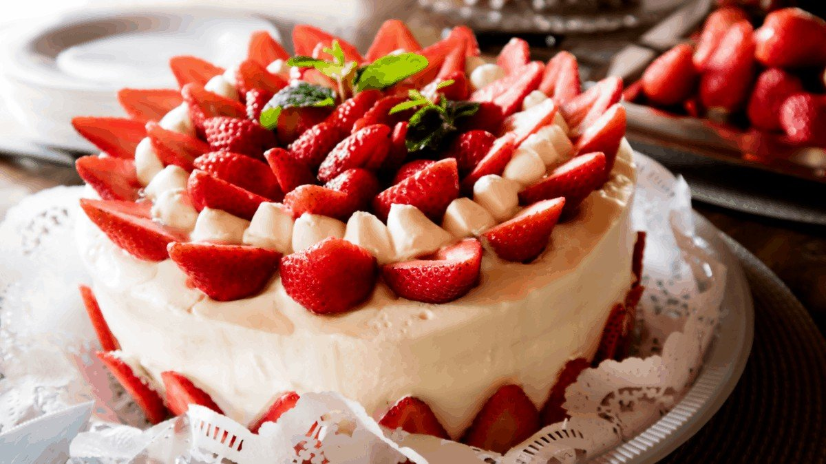 The Absolute Best Strawberry Cake