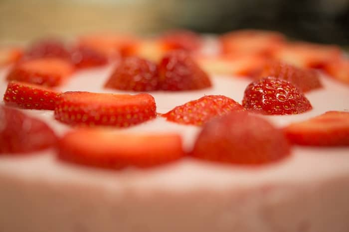 More Steps for Strawberry Cake Recipe Without Gelatin Frosting the Cake