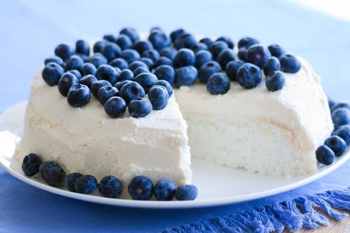 Can You Freeze Angel Food Cake? The Best Way To Do It