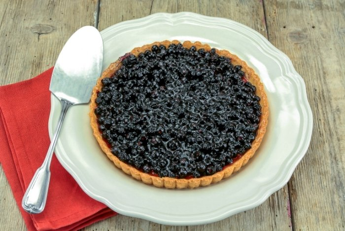 Blueberry Pie That Is Not Runny - Serve and enjoy