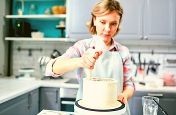 How Long To Let A Cake Cool Before Frosting