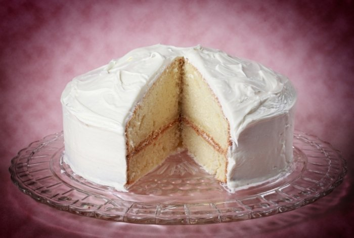 Tips and Tricks for Making a Moist Vanilla Bean Cake
