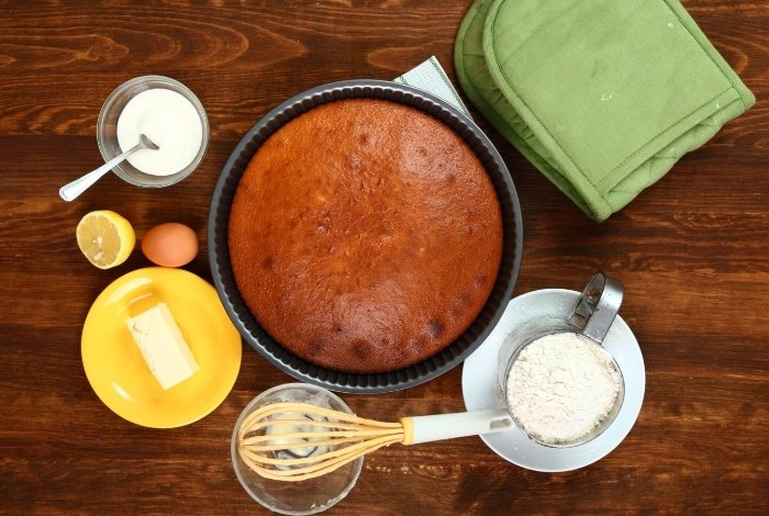 Sour Cream White Cake Ingredients and Cake