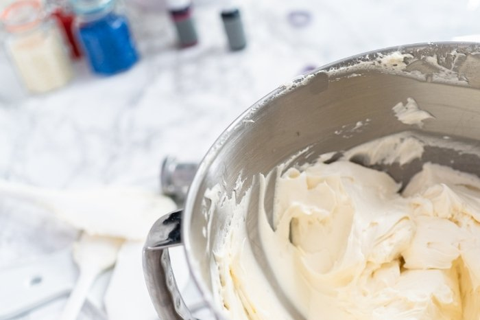 Color the Frosting