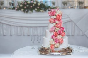 How to Attach Fresh Flowers to a Wedding Cake