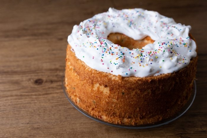 Tips and Tricks ToDecorate an Angel Food Cake