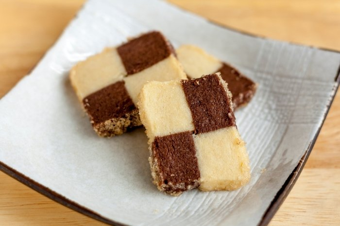Checkerboard Cake Assembly