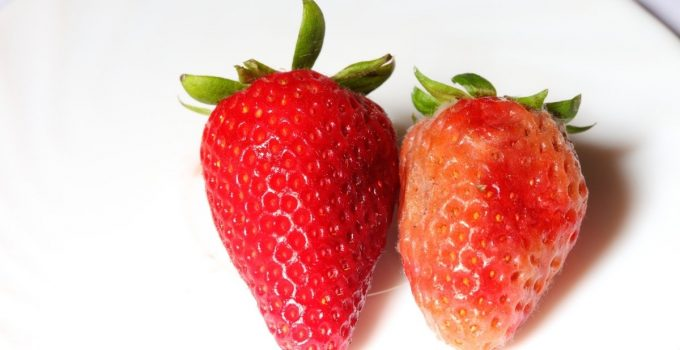How To Tell If A Strawberry Is Bad